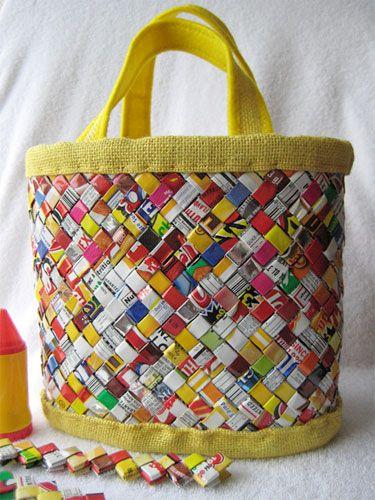 candy wrapper bag - recycle MUY BUENA para hacer con revistas o folletos viejos de cosméticos, o envoltorios de cacao u otros plásticos