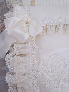 pretty pillow edging  http://angela-lace.blogspot.com/
