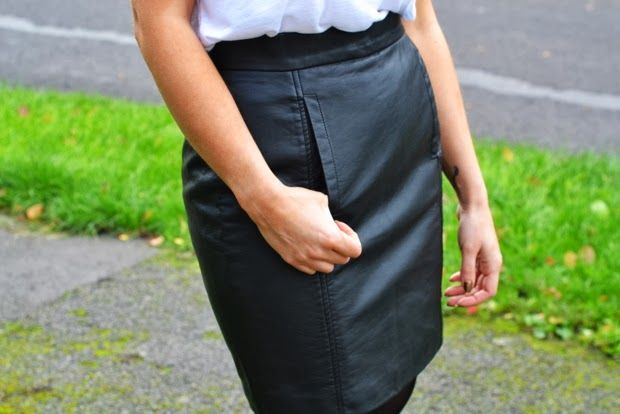 Love the pocket detail on this French Connection skirt!  Outfit post at http://www.scaredtoast.com/2013/10/outfit-leather-skirt.html