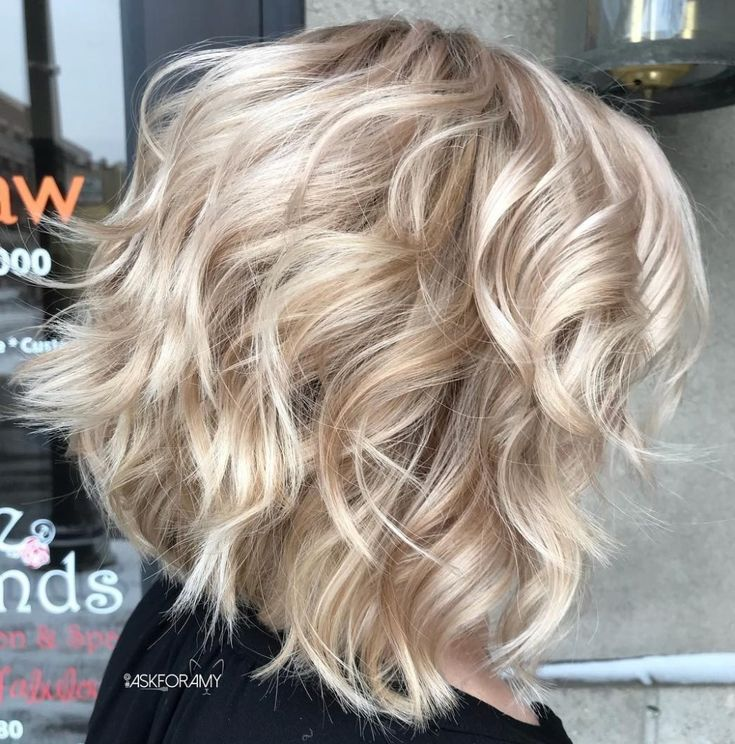 ❤ This Blonde Layered Lob