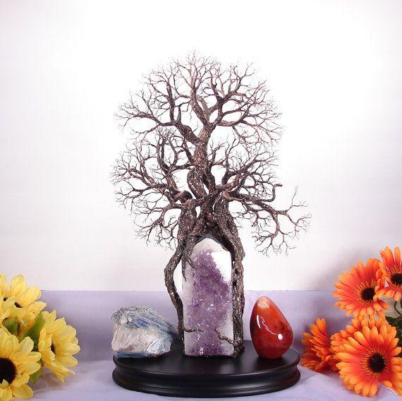Alambre árbol metal de la escultura del antiguo espíritu del bosque, torre de cristal de Cuarzo Amatista geoda, regalo único de árbol hecho a mano del mineral metal arte decoración para el hogar