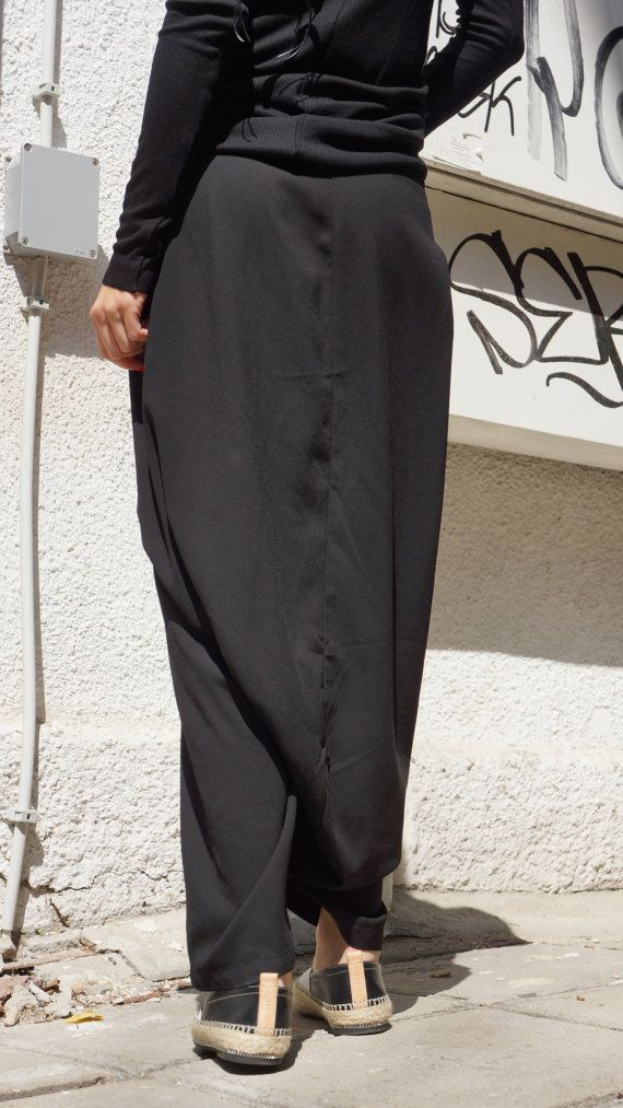 I love wearing those pants!They are so comfortable,elegant,perfect for lunch, dinner,movie,theater....party! They Flowed Perfectly! Look adorable low