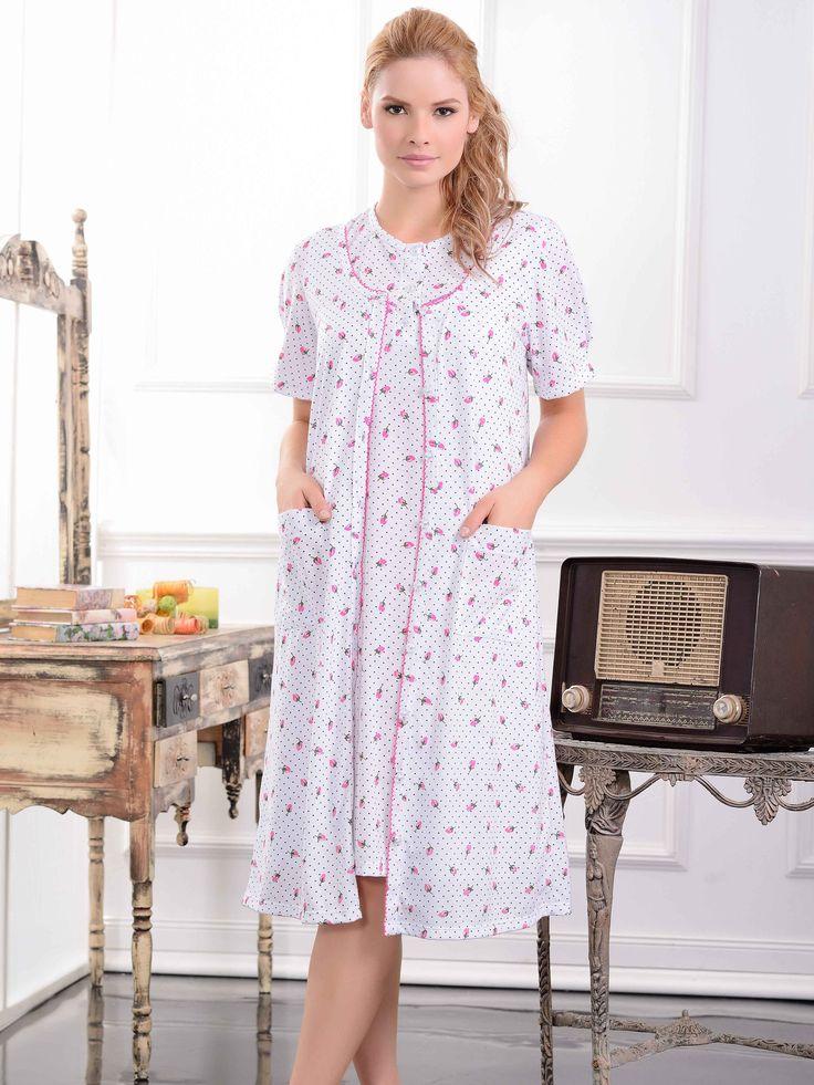 Levantadora / Dressing gown / 32952/ Confortable levantadora con romántico estampado. Tiene prácticos bolsillos y botones frontales Tallas / Sizes / S - M - L - XL - XXL