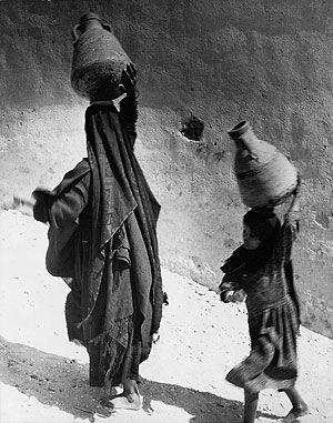 Hannes Kilian: Frauen bei Luxor, Ägypten 1956