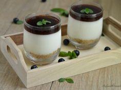 mousse allo yogurt con gelatina di mirtilli
