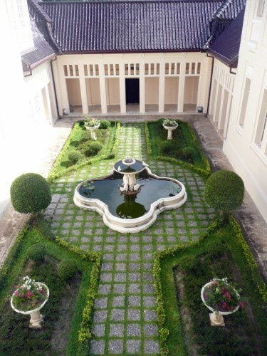 Courtyards, English and English gardens on Pinterest