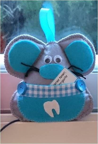 Raton guarda dientes, color azul, con bolsillo para guadar el diente para el ratón Perez, y ponerlo bajo la almohada. 10x9 cm aprox. 7.50€