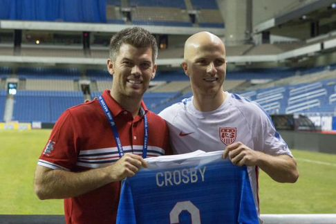 Mason Crosby Does the Soccer Thing with Michael Bradley -- Green Bay Packers kicker Mason Crosby is a fan of the USMNT. He showed up at a training session in advance of their friendly with Mexico to hang with Michael Bradley.