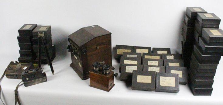Photographies - Ensemble de plaques stéréoscopiques ''Vérascope'', 4,4 x 10,5 cm, légendées et placées dans des boîtes de protection. Les clichés, datés de 1910 à 1930, représentent des sites de France,… - Bayeux Enchères - 13/07/2015