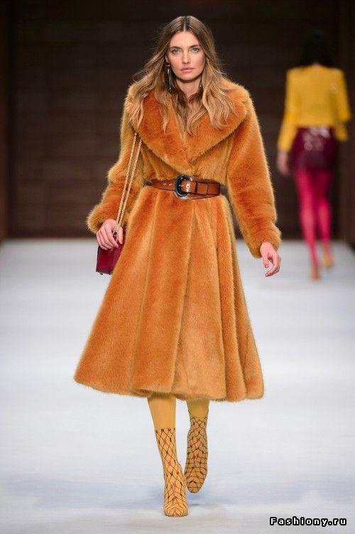 b615b1d7267b Elisabetta Franchi Осень-Зима 2018-2019   женская мода 2018-2019 ...