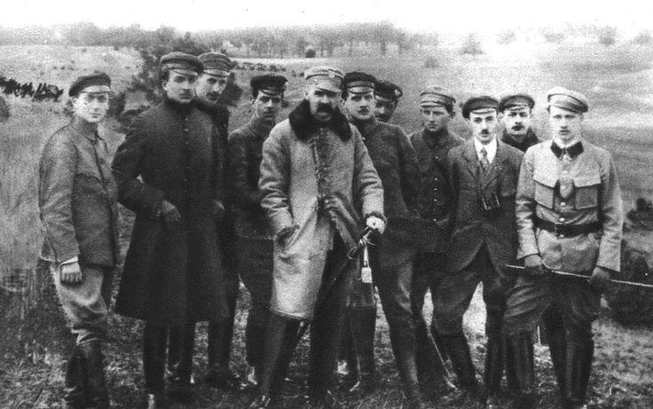 File:Józef Piłsudski with Supreme Command of Polish Military Organisation in 1917.PNG