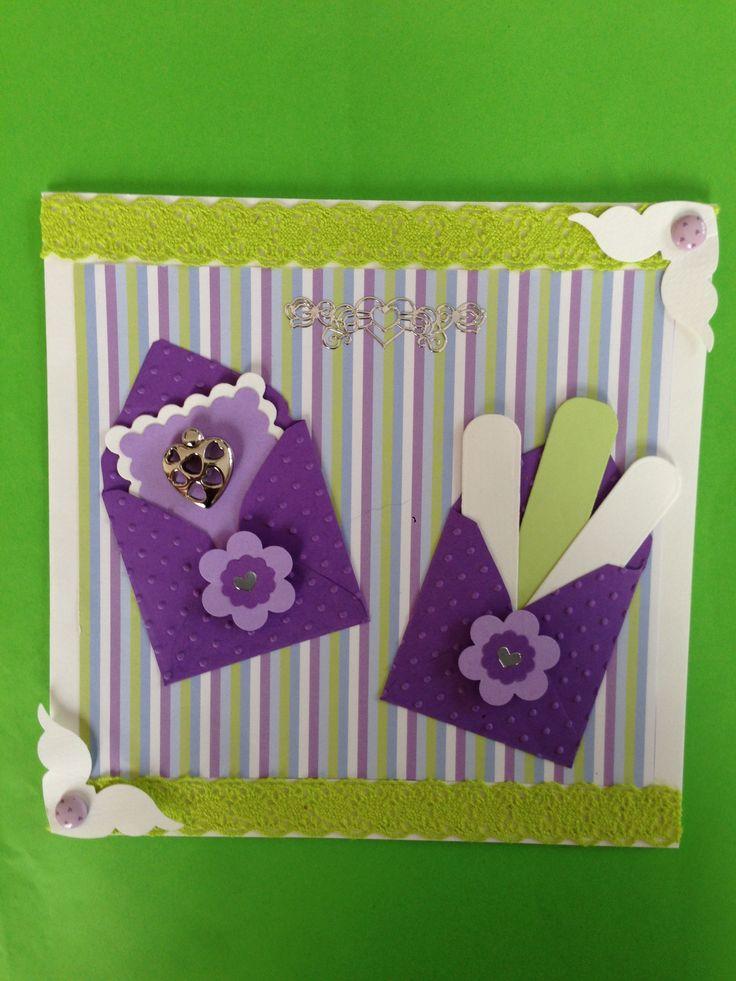 Carte rayée parme et verte avec deux mini enveloppes pour y glisser messages  Masking  tape dentelle et charms  coeur
