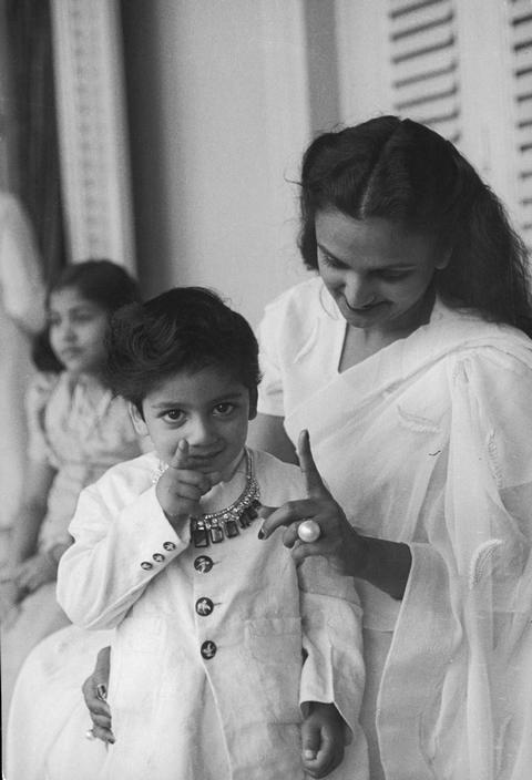 Henri Cartier-Bresson  India. Gujarat. Baroda (Vadodara). 1948. Festivities for the 39th birthday of the Maharajah. Maharani and her son: Sayaje Ras.