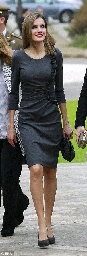 The charity queen! Spain's Letizia is glamorous in grey as she calls for more volunteers during conference in Palma  Read more: http://www.dailymail.co.uk/femail/article-2851951/The-charity-queen-Spain-s-Letizia-glamorous-grey-calls-volunteers-conference-Palma.html#ixzz3KQcyjDDL  Follow us: @MailOnline on Twitter | DailyMail on Facebook