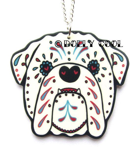 Bulldog Inglés collar estilo del cráneo del azúcar en blanco por Dolly Cool perro Reino Unido británico día de los muertos