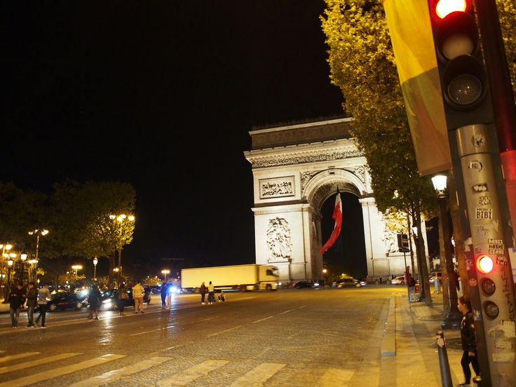 Paris シャンゼリゼ通り 凱旋門