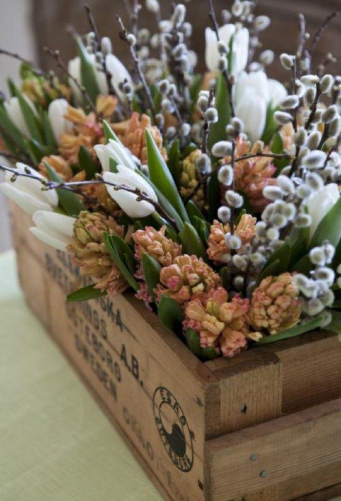 Mooie combinatie van hyacinten en wilgenkatjes. Echt een lentegevoel