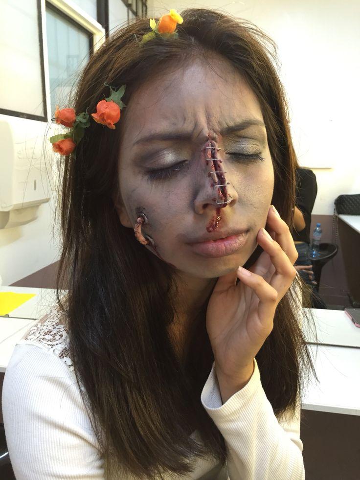 Novia zombie. Nariz engrapada (con grapas), cera y sangre artificial. Maquillaje de Halloween.