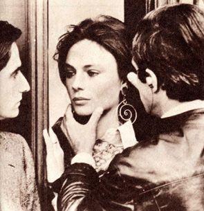 鏡ごしのジャクリーン・ビセットも美しい❤︎