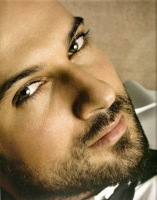 Tarkan Tevetoglu_cantor turco-alemão; 39 anos.