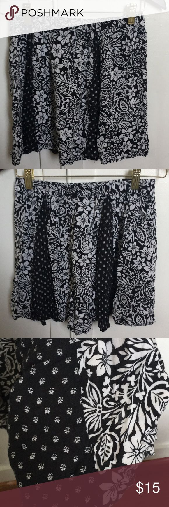Aéropostale mini handkerchief hem skirt Airy paneled mini skirt, black and white patterned. No defects, just a few loose threads here and there. Such a cute skirt, perfect year round with leggings! Aeropostale Skirts Mini