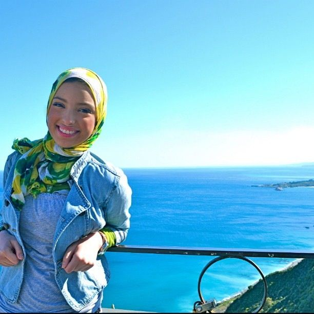 Noor Tagouri in Italy. Love her bright hijab. What a beauty