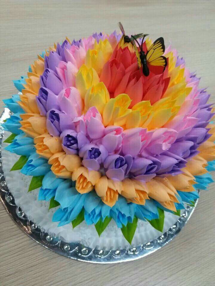 The 25 best Flower cakes ideas on Pinterest Buttercream flower