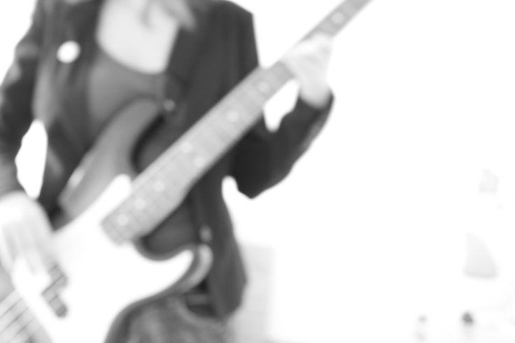 Basa není kytara.