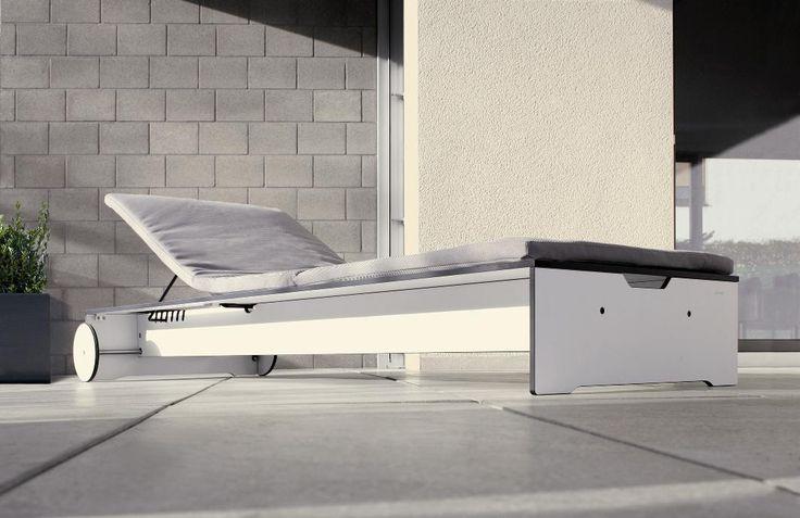 Oryginalny i funkcjonalny leżak z kolekcji Riva. Został wykonany z praktycznego materiału HPL, który jest odporny na wilgoć oraz zmiany temperatur. Dzięki tym właściwościom może stać na dworze przez cały rok.
