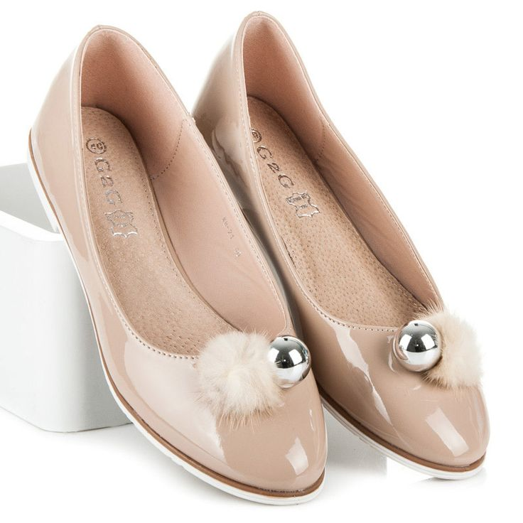 Painted ballerina with tassel Beautiful spring shoes that provide comfort and trendy look. Insole made of genuine leather will protect the foot from abrasions. Stylish Pomponik adds charm. Ballerinas are perfect for a number of styling and for any occasion. https://www.cosmopolitus.com/lakovanE-balerIny-bambulkou-odstiny-hnede-bezove-wh21kh-p-245579.html?language=en&pID=245579 #ballerina #patent #leather #beige #flat #spring #summer #trendy #pompon