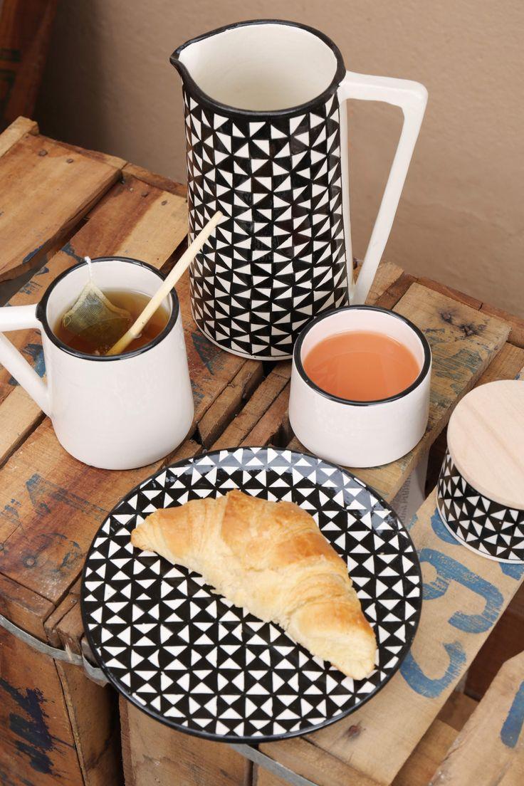Collection de céramique géométrique pour un beau petit déjeuner .