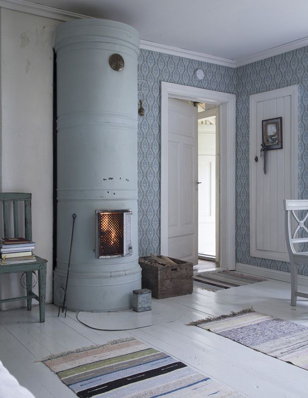 Fireplace. Blue & White. Simple. Minimalistic. Carpet. Wall.