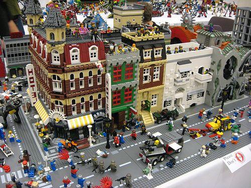 3 - Lego Zombie Apocalypse
