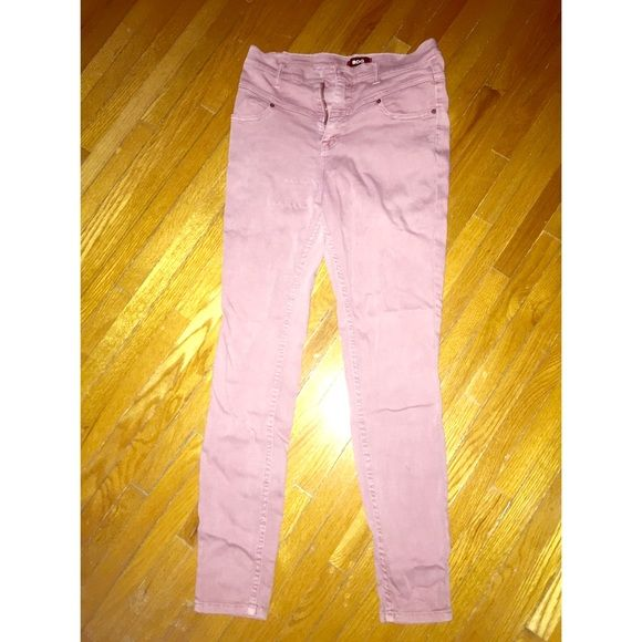 Lavender Urban Outfitter Skinny Twig jeans Love these lavender urban outfitters skinny (twig) jeans. Perfect for spring and summer! Size 29 waist. Length is 29. Urban Outfitters Jeans Skinny