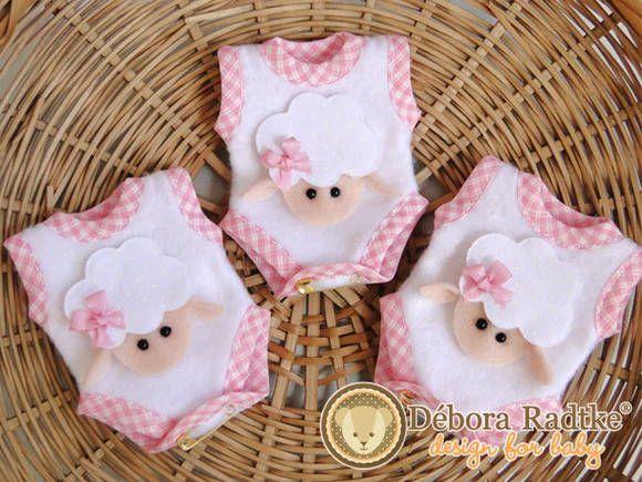 Lembrancinha Sachê Body Ovelhinha = de 9,90 por 8,00 cada Lembrancinha sachê de cabide em formato de um Mini Body com cheirinho de bebê .
