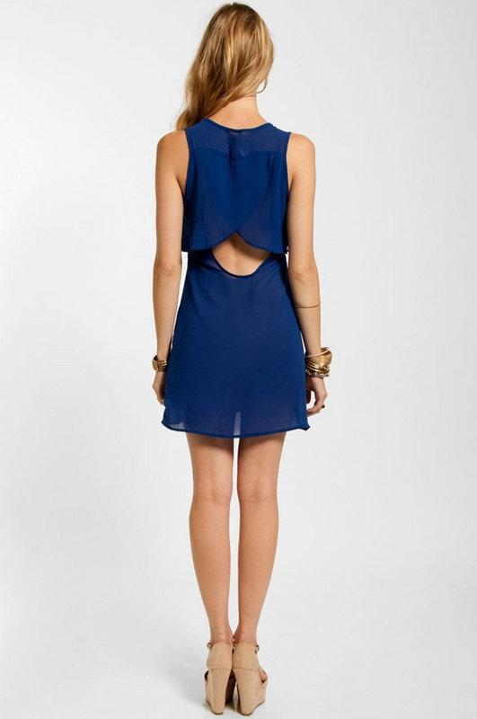 I love open back dresses!