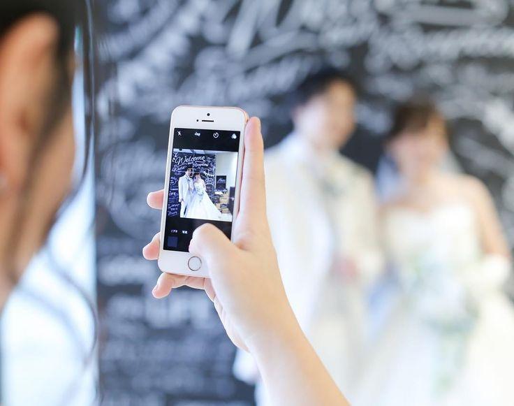 スマホを使ったフォトインフォトの結婚式写真アイデアまとめ   marry[マリー]
