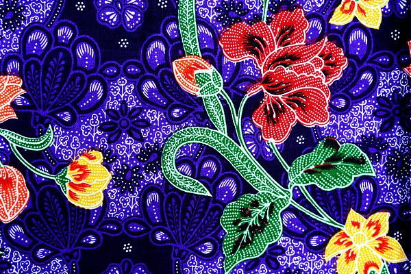 11-colorful-batik-cloth-fabric-background-prakasit-khuansuwan.jpg (600×400)