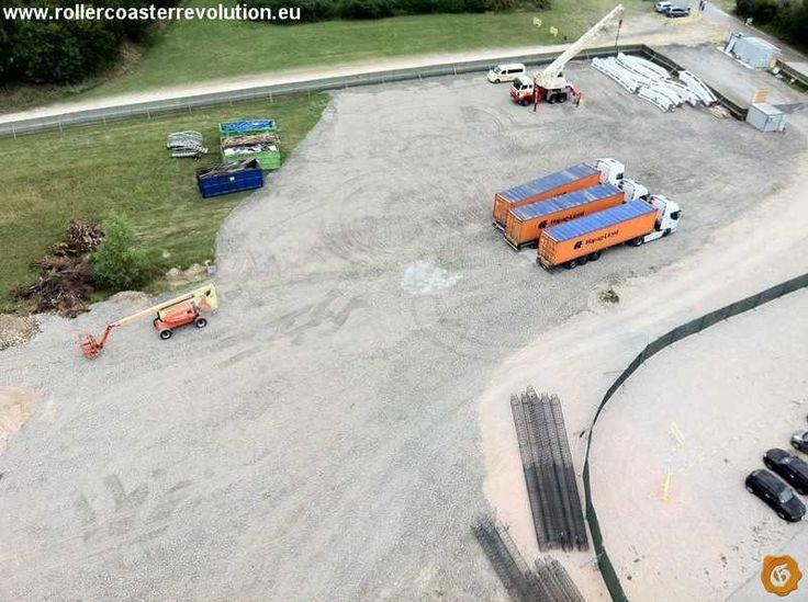 Cantiere Gardaland 2015, in alto a destra i binari del nuovo coaster