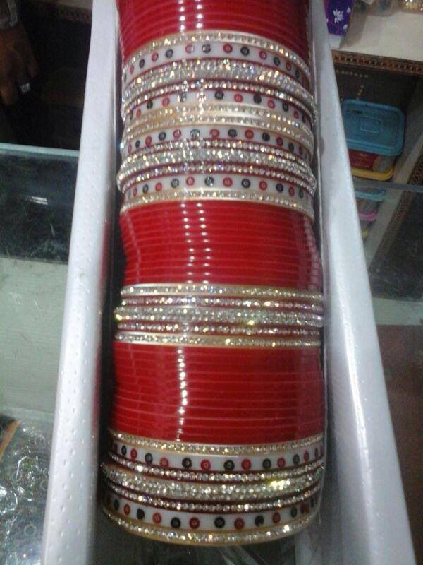 Loving this design of the chura vintage mixed with modern bangles
