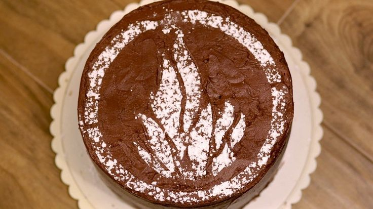 Choose Dauntless With This Decadent Chocolate Cake: Divergent fans, Insurgent hits theaters today, and do we have one lush chocolate cake recipe for you!