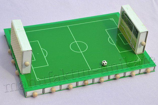 **Adventskalender für kleine und große Fußballfans - zum selbst befüllen.**  +Nicht für Kinder unter 3 Jahre - der Artikel enthält verschluckbare Kleinteile.+  24 Schiebe-Schachteln mit...