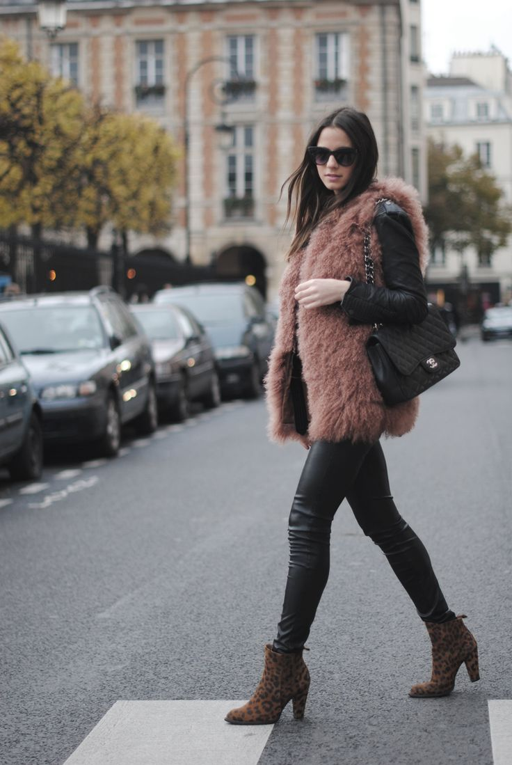 Vest: Hoss Intropia, Boots: Zara, Pants: Bershka, Bag: Chanel, Jacket: Zara, Sunglasses: Uterqüe, Ring: Uterqüe, Shirt: Zara