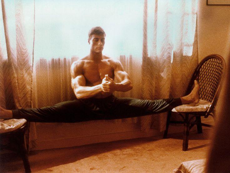 Tizenévesen Jean-Claude Van Damme volt a példaképem. Ugyanígy megtanultam az angol spárgát. Sajnos fotót nem készítettük róla. Gyakorlatilag egyetlen egy karatés fénykép sincs rólam. Arra viszont határozottan emlékszem, hogy amit elhatároztam, azt véghezvittem. Ez a mai napig így van.