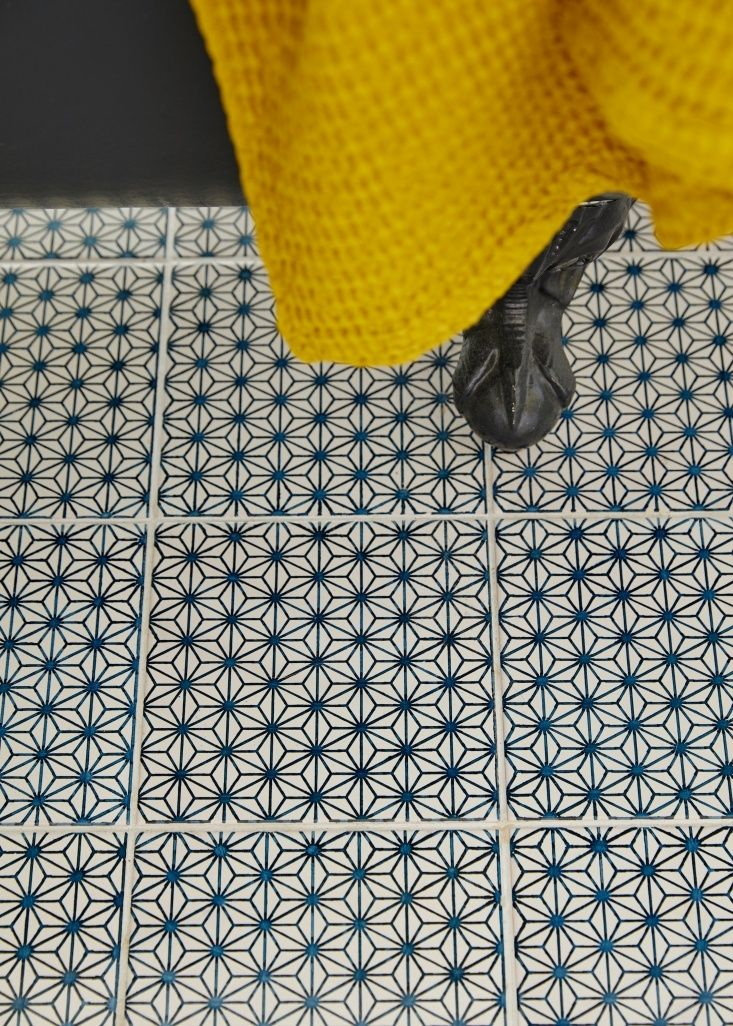 Mano a Mano tiles in architect Jess Thomas bath remodel. Kate Sears photo.