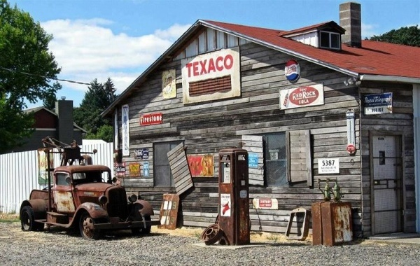 Rustic old garage my love of old and rustic for Pictures of shops and garages
