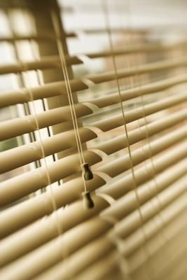 Today's faux wood blinds are an economical choice compared to the cost of wood blinds. They are aesthetically pleasing, easy to clean and will not fade or warp. Hanging 2-inch faux wood blinds ...