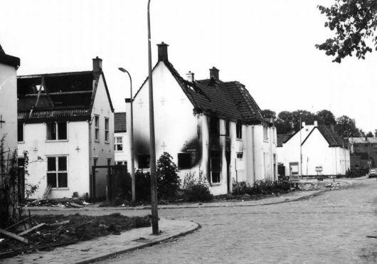 De Sterrenwijk te Utrecht met links de Siriusstraat en op de achtergrond de Saturnusstraat. Deze foto is gemaakt vanuit de Jupiterstraat door B. Rozenboom in 1975.