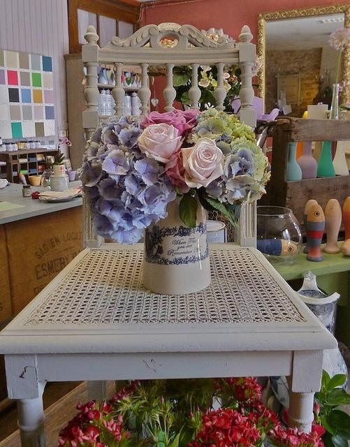 ancienne chaise peinte en paris grey et old ochre chalk. Black Bedroom Furniture Sets. Home Design Ideas