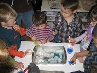 Eau et glace  cycle 1 la main à la pâte   Séance 1 : l'eau liquideSéance 2 : conservation de la quantité de liquid  Séance 3 : la glacee  Séance 4 : la glace et l'eau liquide  Prolongement : Les sucettes glacées